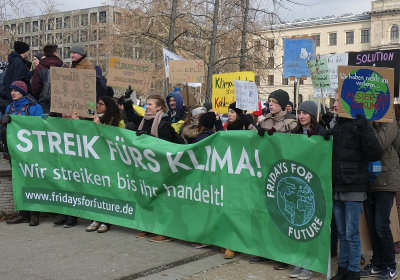 1200px-Streik_fürs_Klima!_Fridays_for_Future,_Berlin,_25.01.2019_(cropped)