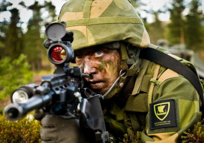 En soldat fra Telemark Bataljon i øvingsfeltet ved Rena Leir